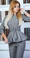 Элегантный женский костюм с брюками клеш и блузой под пояс с баской рукав три четверти твид