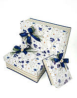 Прямоугольная подарочная коробка ручной работы белого цвета с синим васильком и нежной ромашкой