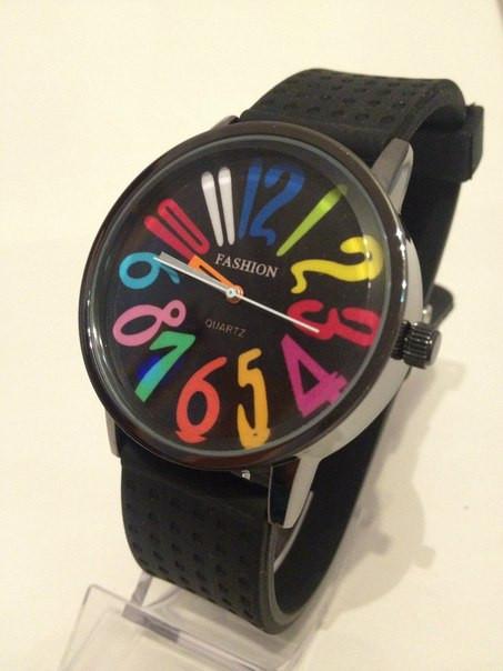Часы наручные разноцветные