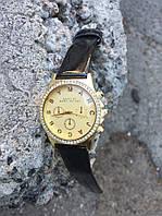 Женские часы в золоте с камнями
