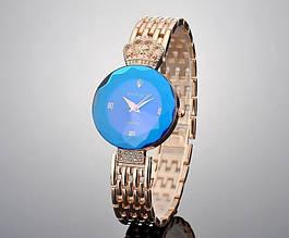 Женские наручные часы с золотистым ремешком