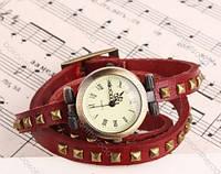 Женские часы с длинным кожаным ремешком