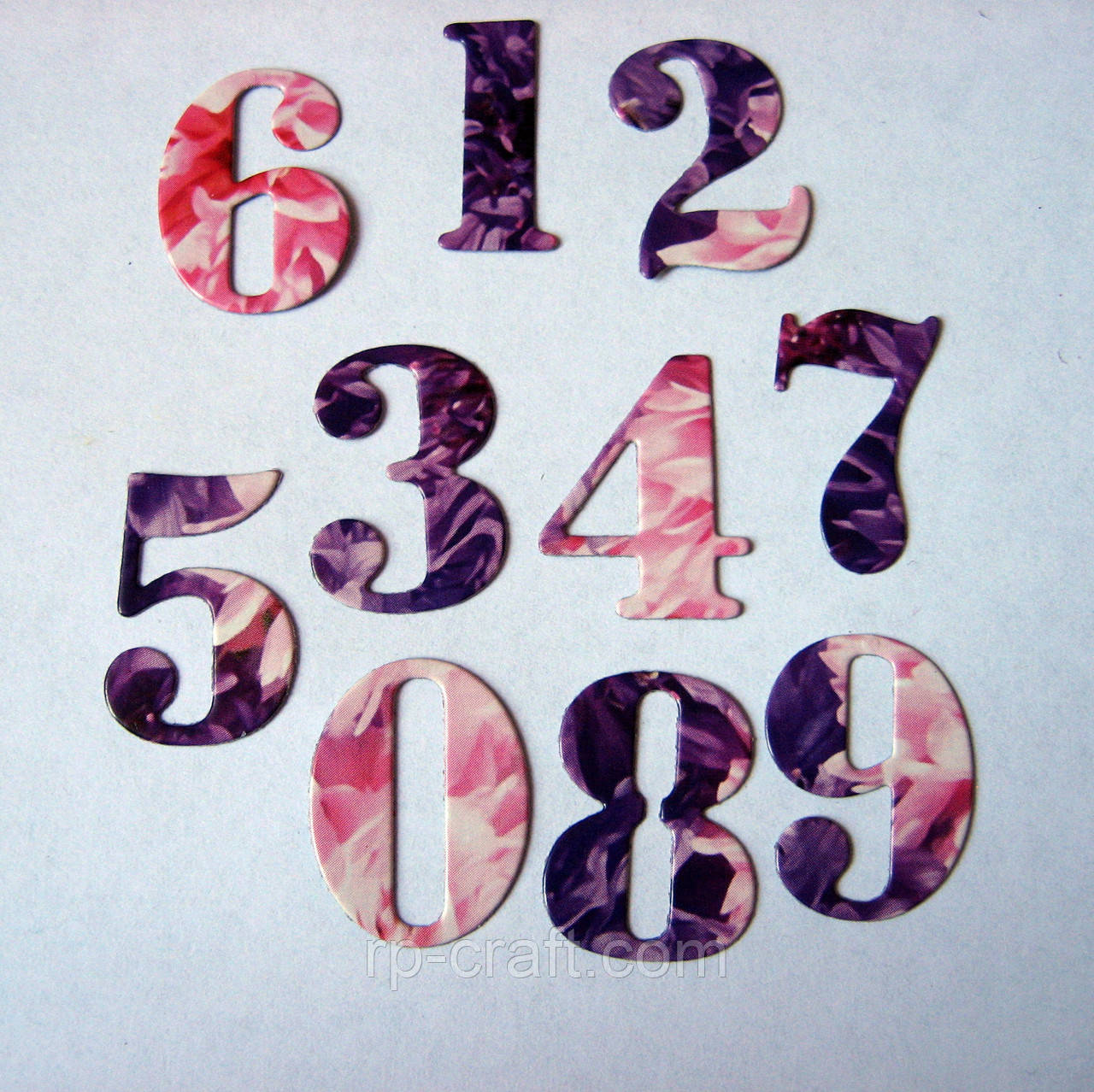 Вирубка з паперу та картону. Цифри, 10 штук, 20х25 мм