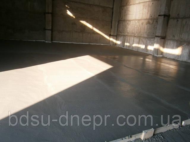 Заливка бетона в цеху