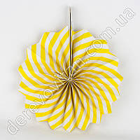 Подвесной веер, желто-белый, 30 см - бумажный декор-розетка