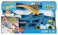 Hot Wheels Трек-трансформер кейс контейнер трюки Stunt n' Go Track, DWN56