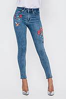 Обтягивающие женские синие джинсы с вышивкой