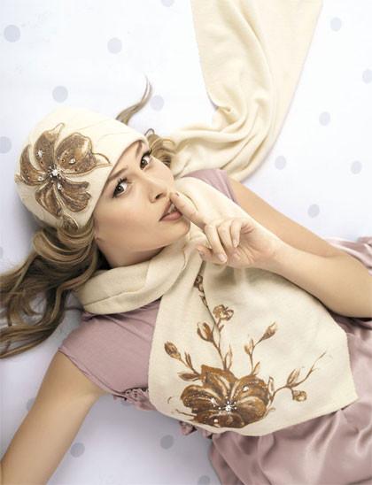 Женская модная шапка с крупный принтом в виде цветка Angelina от Willi Польша