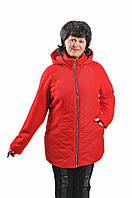 Весенняя женская куртка увеличенных размеров красного цвета