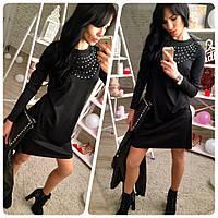 Черное трикотажное платье-трапеция с камнями и длинным рукавом
