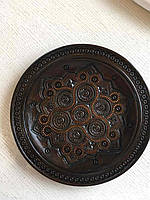 Різьблена тарілка дерев'яна інкрустована міддю