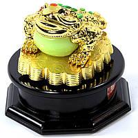 Статуэтка лягушки - трехлапая жаба на деньгах Фен Шуй