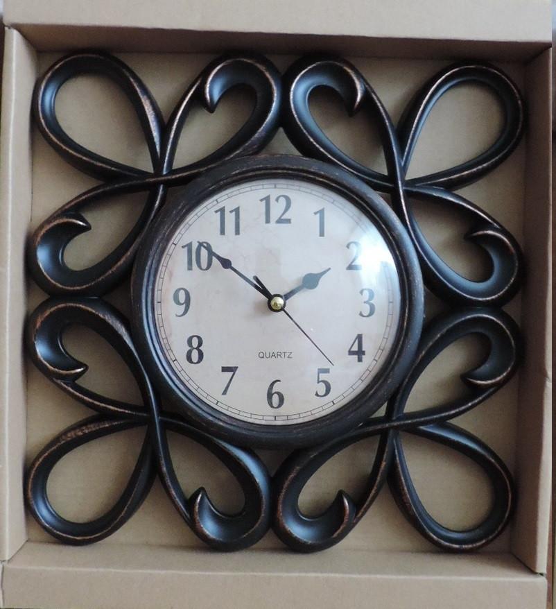 Часы интерьерные настенные. Винтажные часы с гербовыми вензелями. Часы ретро стиль.
