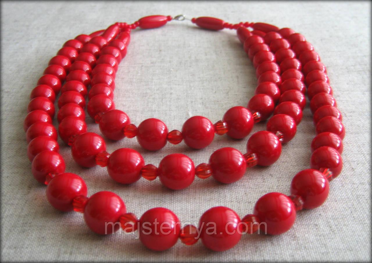 Намисто потрійне яскраво червоного кольору, буси виготовлені з дерева та пластикових бусинок (B085)