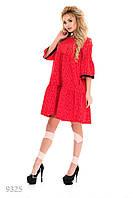 Красное присобранное платье-трапеция в мелкий принт