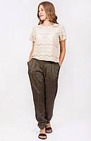 Женские брюки пояс дополнен складочками
