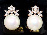 Серьги вечерние.Камень: белый циркон и жемчуг. Высота серьги: 2 см. Ширина: 12 мм.