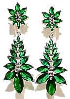 Серьги вечерние.Камень: зелёный циркон. Высота серьги: 5,5 см. Ширина: 20 мм.