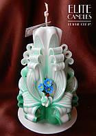 Нежная резная свеча для оригинального подарка с цветочками