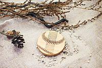 """Гребень на магнитах   """"Бейсбол"""" из натурального дерева в холдере"""