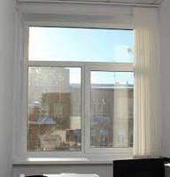 Окно металлопластиковое Rehau e-60 Трёхстворчатое Т-образное 1800*1300 с одним открыванием