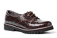 Женские туфли на маленьком каблучке, лаковая рептилия