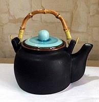 Чайник черный с синей крышкой