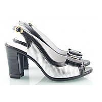 Черные босоножки на каблуке с серебристыми вставками по бокам и бабочкой спереди, фото 1