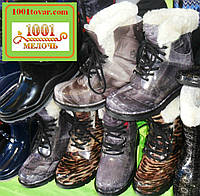 Резиновые женские сапожки на шнурках с небольшим каблучком