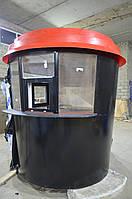Черный киоск-стакан с красной крышей