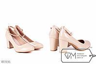 Лаковые туфли на широком каблуке с ремешком