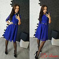Женское стильное гипюровое платье с поясом синий, S