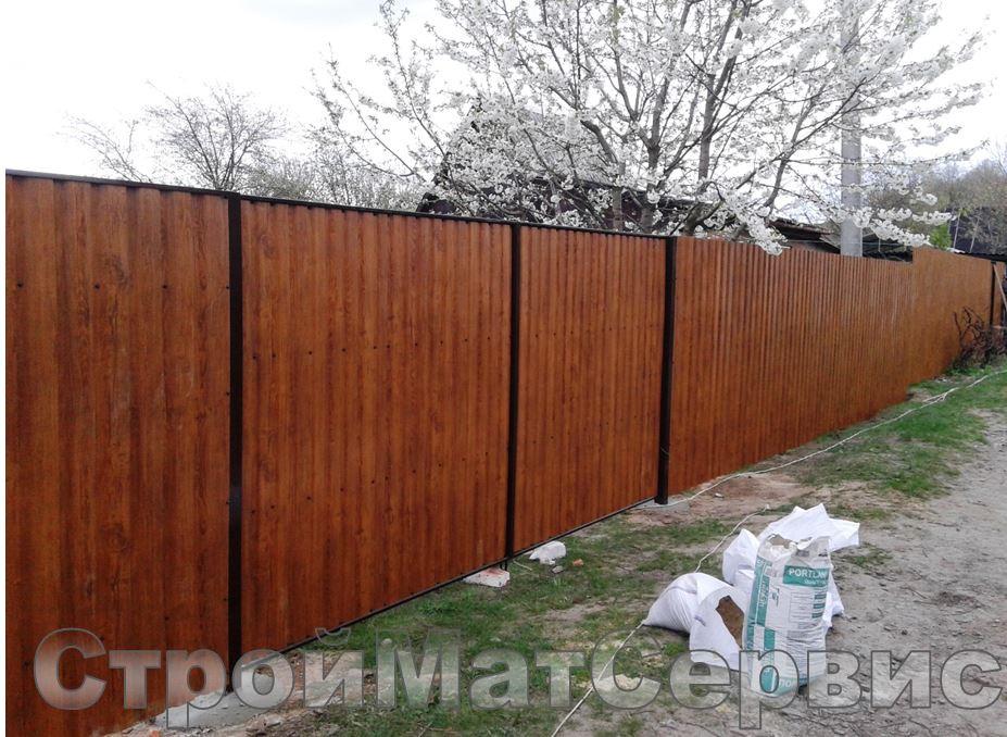 Забор и ворота с калиткой из профнастила под дерево