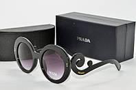 Солнцезащитные очки круглые Prada черные