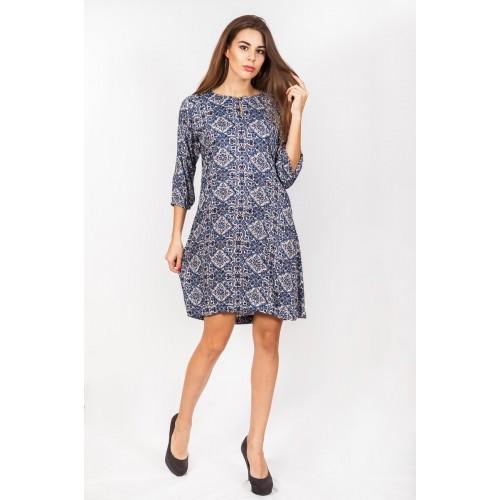 Стильное женское платье с народным орнаментом
