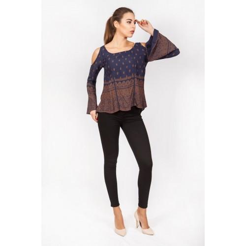 Модная блузка с открытыми плечами