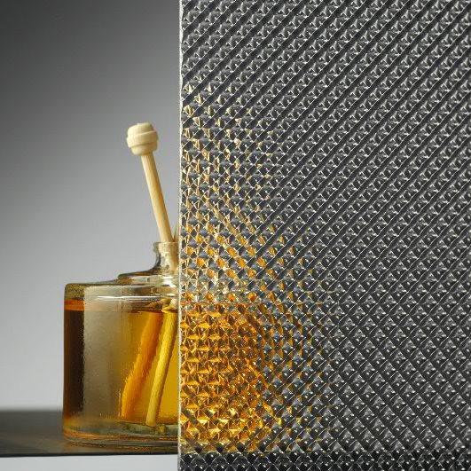 Монолитный поликарбонат  Bauglas 2мм полупрозрачный  призма, 2.05*3.05м