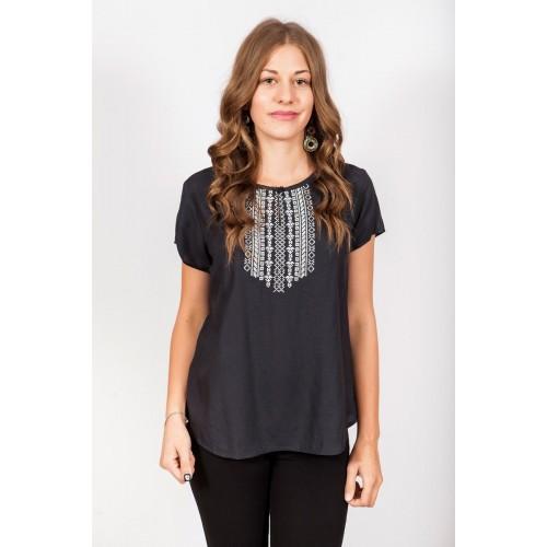 Вышитая блузка с коротким рукавом