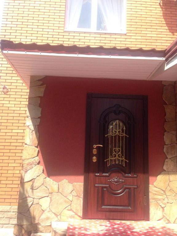 Уличные двери с ковкой и винорит покрытием
