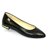 Женские кожаные туфли-балетки с заостренным носком.
