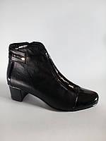 Полусапожки женские весенние кожаные на невысоком каблуке с лаковым носком