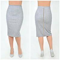 Классическая юбка карандаш с молнией серого цвета.