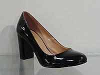 Туфли женские лаковые натуральные на каблуке черные