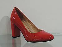 Туфли женские лаковые натуральные на каблуке