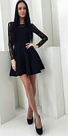 Комбинированное женское платье приталенного фасона с пышным низом и гипюровым верхом габардин