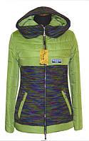 Стильная зеленая курточка приталенного силуэта с трикотажными вставками, от производителя