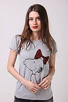 Модная женская футболка серого цвета с принтом собачка