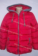 Демисезонная женская куртка красная