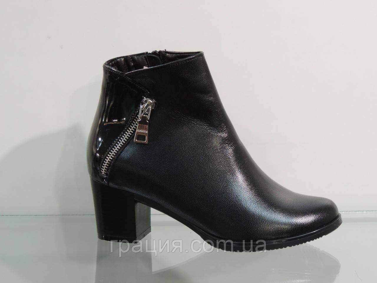 Женские ботинки на не большем каблуке