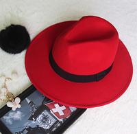 Женская фетровая шляпа с ленточкой красная